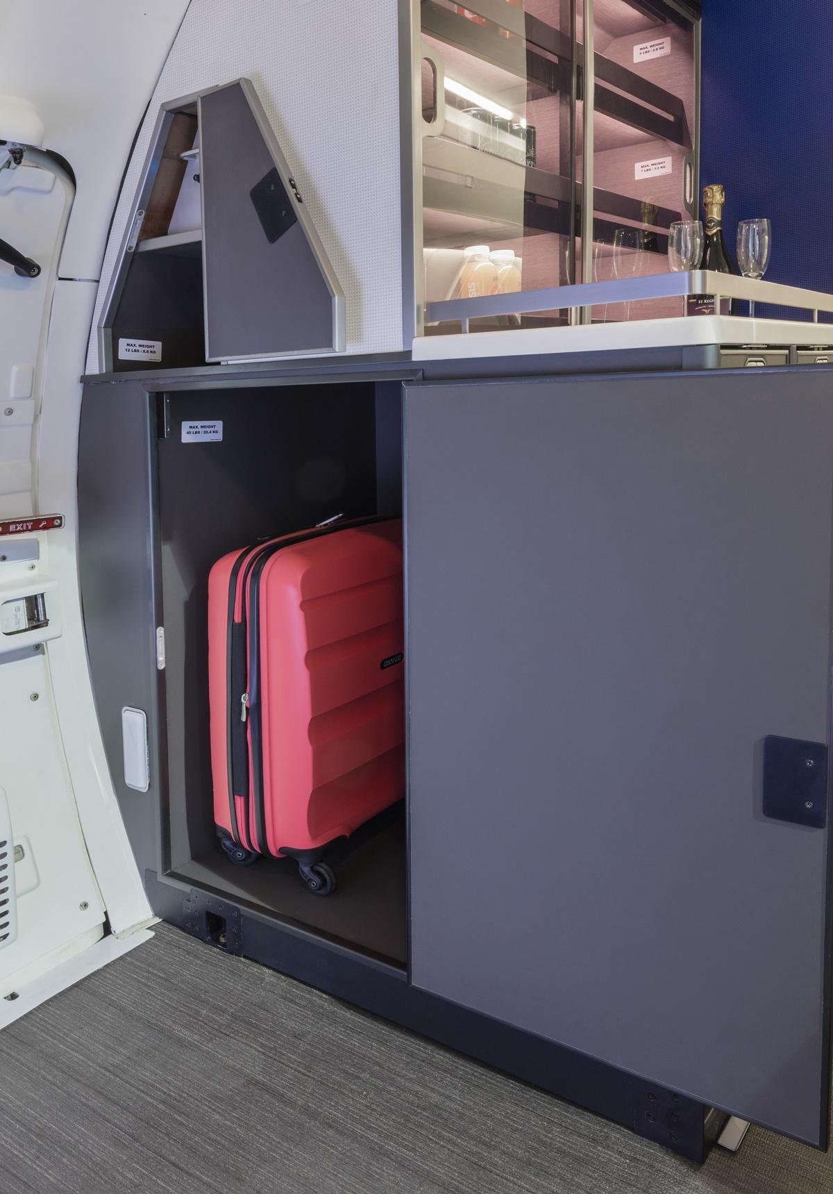 Internal storage for airplane cabin